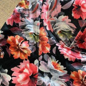 torrid Tops - NWT Torrid Floral Velvet Crop Top